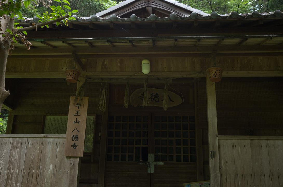 八徳寺です。こちらも平安末期からあるみたいです。吉備津彦神社周辺は、古代日本の歴史を感じるには最高の場所ですね。あ、ここで蚊の襲来に根を上げて引き返しました。