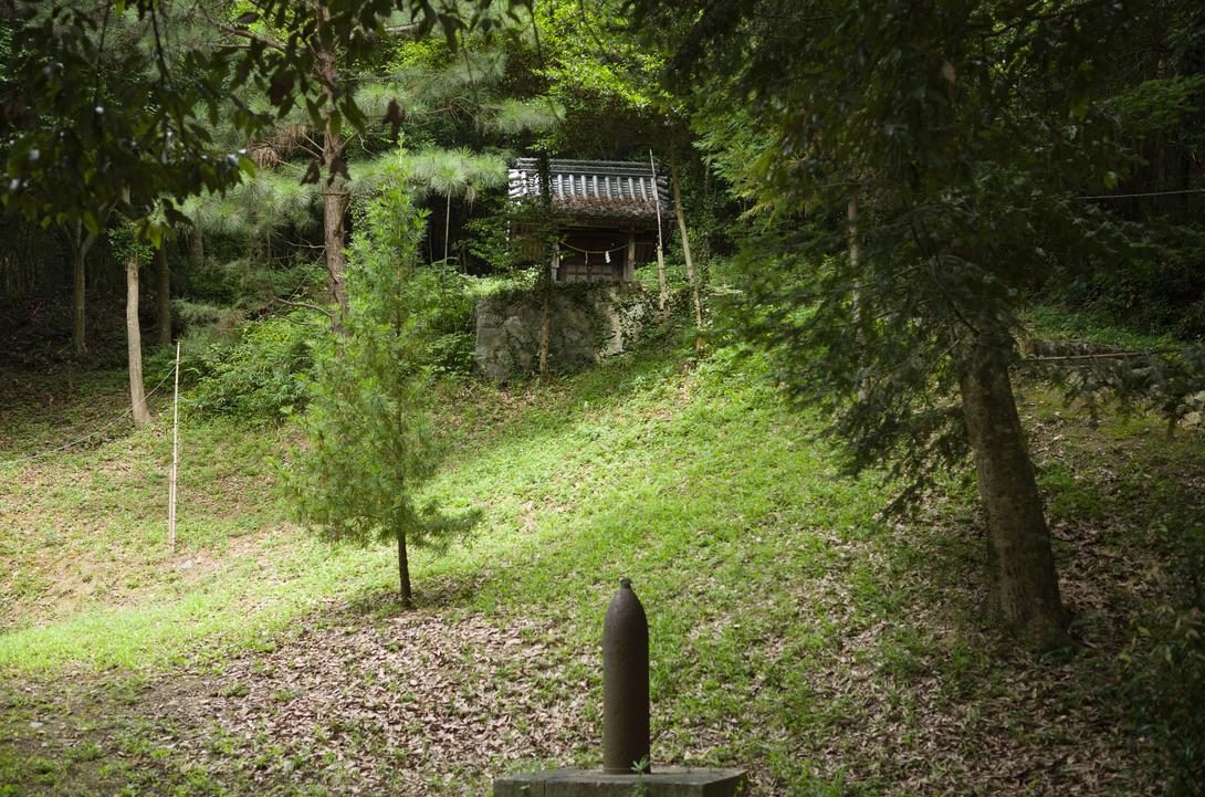 御神山には、色々な祠や古墳、歴史的に興味深いものが目白押しにあります。