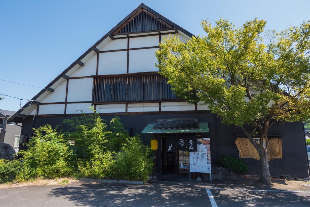 香川県には多くのうどん屋さんがありますが、多くは朝8時ぐらいから営業しているので、朝ごはんに美味しいうどんが食せます。