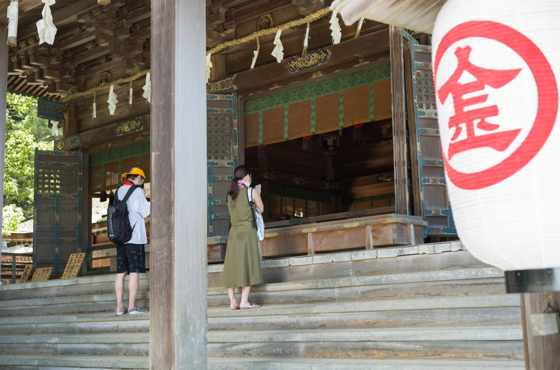 785段の階段を登った先にある拝殿です。まずは、無事に上がれたことのお礼を述べました。